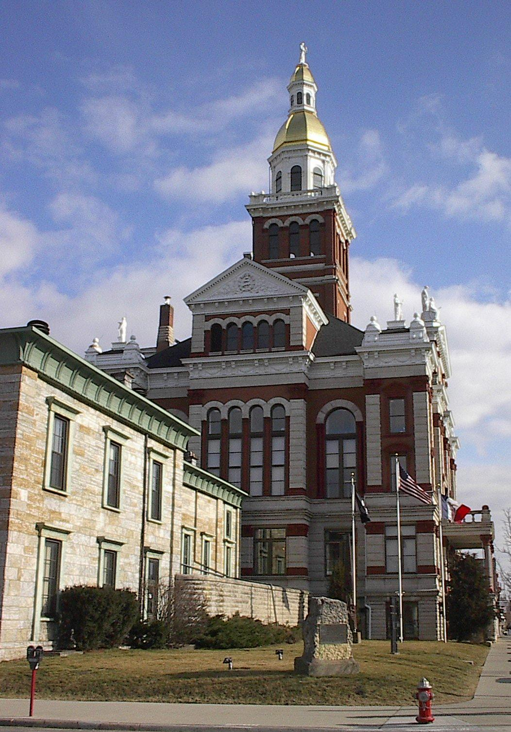 OLD JAIL AND DUBUQUE COUNTY COURTHOUSE, March 26, 2002